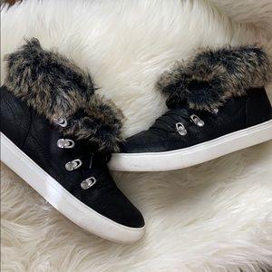 Black Report sneakers